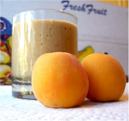 dairy-free apricot-cashew smoothie