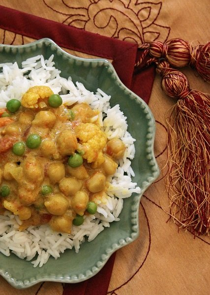 Vegan Recipe: Coconut-Curry Chickpeas and Cauliflower